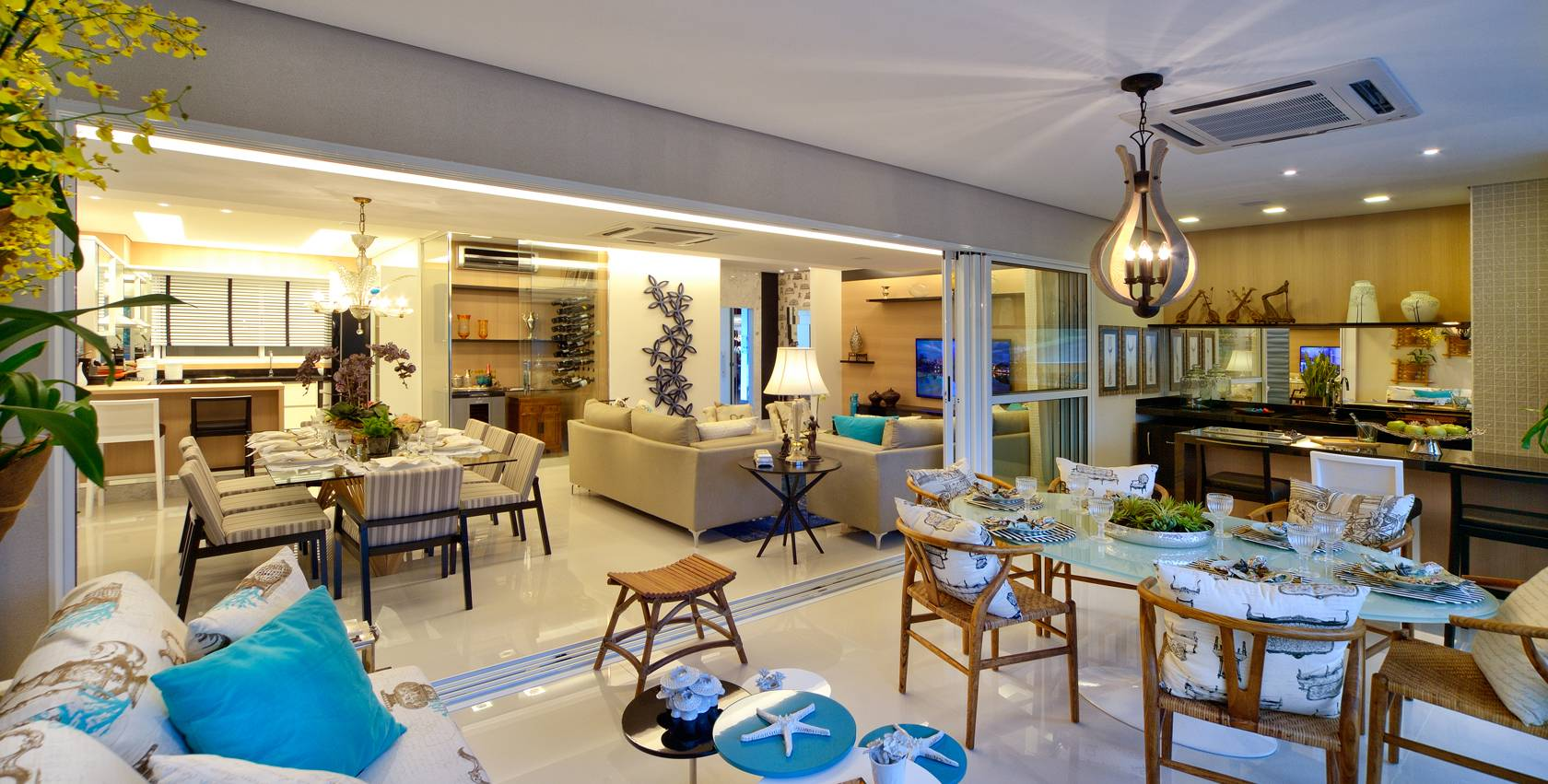 Varanda gourmet integrada apartamento caminhos da lapa for Sala de estar gourmet